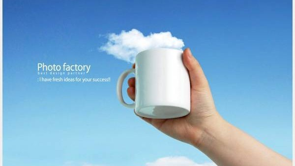 手持杯子创意广告PSD分层