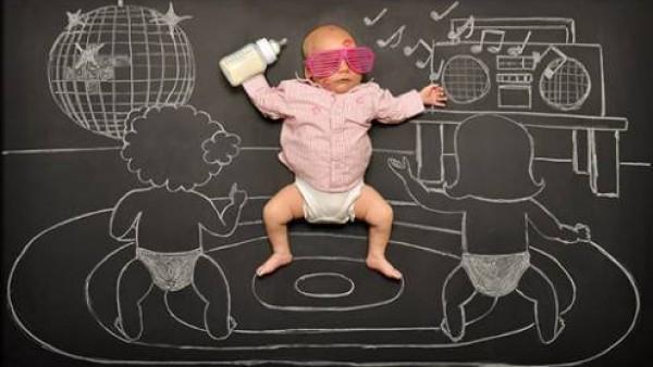 镜头下的黑板婴儿历险记